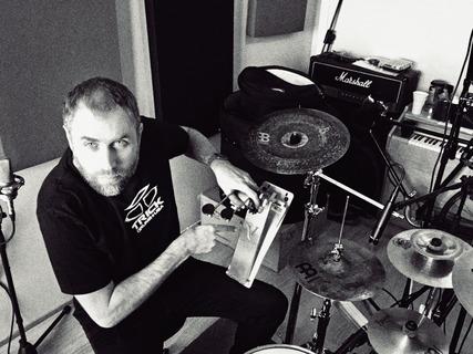 Trick pedals - Premiere in Rabbit Hole Studios